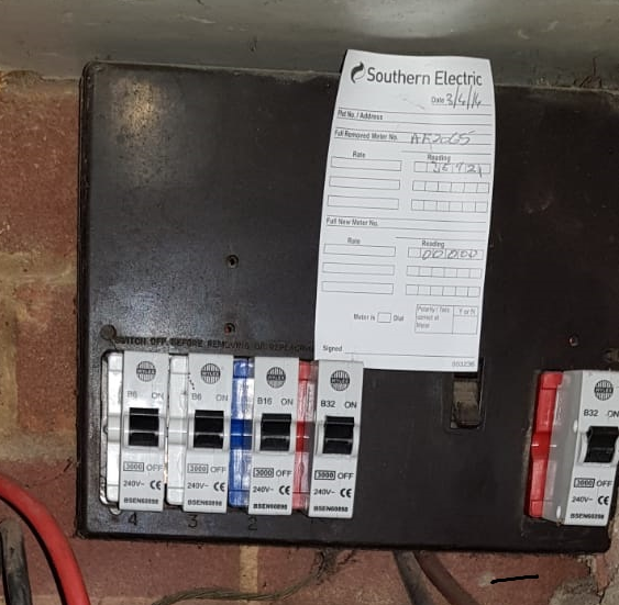 Old Fuse Board, Bakerlite, No RCD Protection,